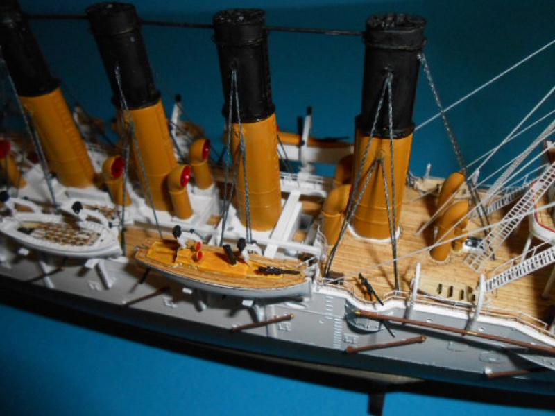 """Croiseur Russe """"VARYAG"""" 1/350 PE + Pont en bois de chez Zvezda 473035Croiseur012"""