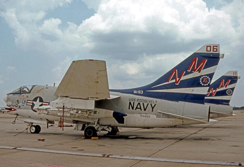 LTV A-7 Corsair II [NOUVELLE VERSION] 475846LTVA7BCorsairII37