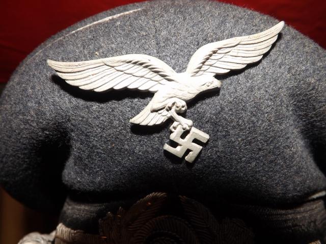 Petite question casquette officier luftwaffe 482894DSCF4807
