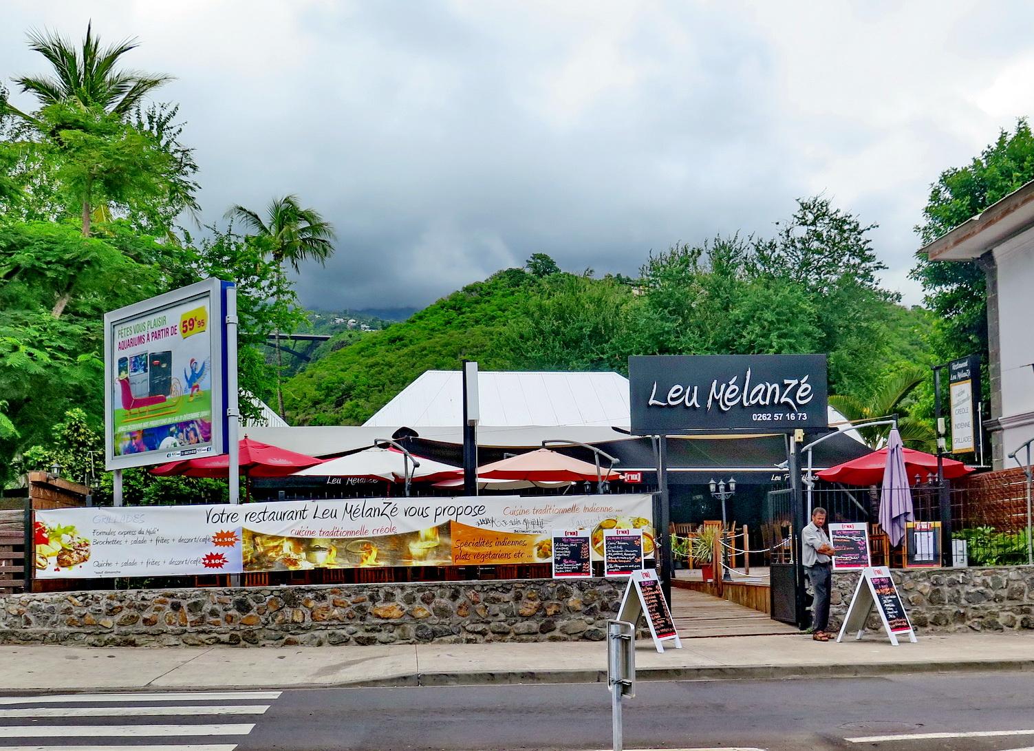 [Vie des ports] Les ports de la Réunion - Page 3 486797stpierrestleu174