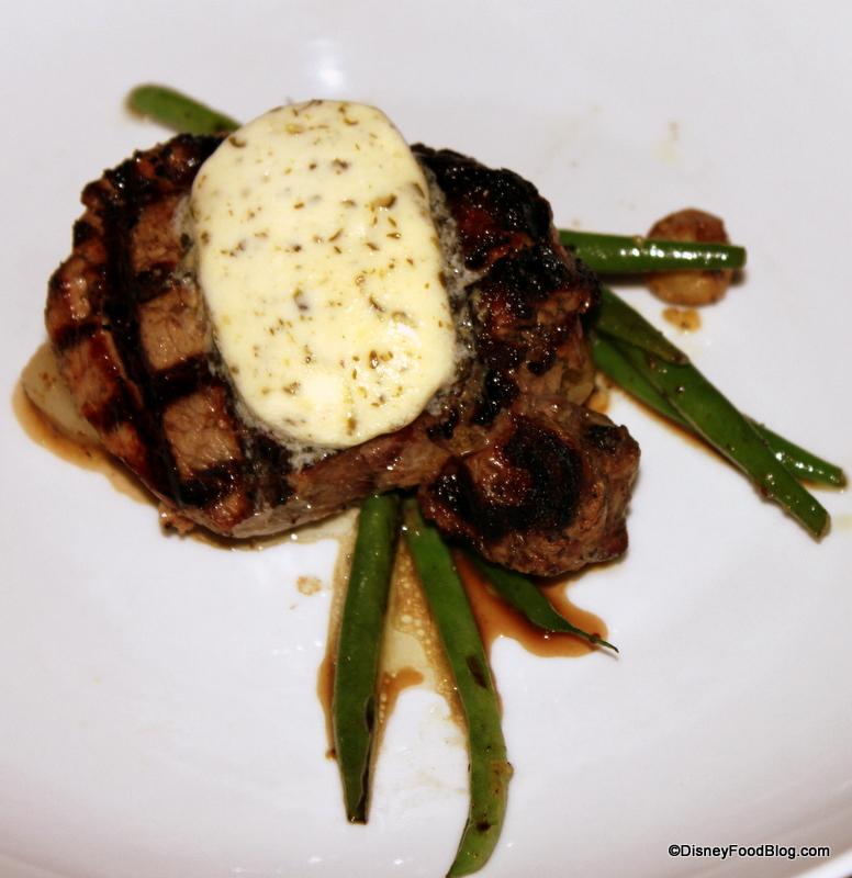 Choisir son restaurant à WDW. 488998BeefTEnderloinwithMarblePotatoesGardenBeansPearlOnionsandPeppercornButter