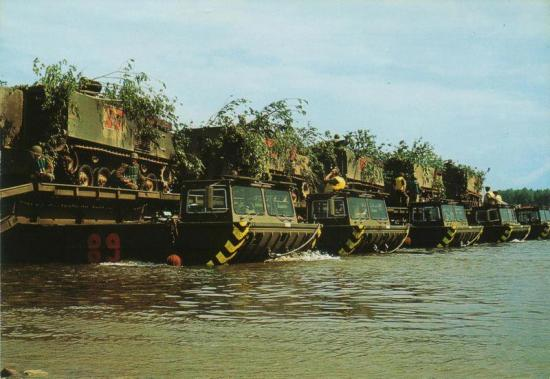 Chalands, engins amphibies de débarquement, etc - Page 2 49631062529610