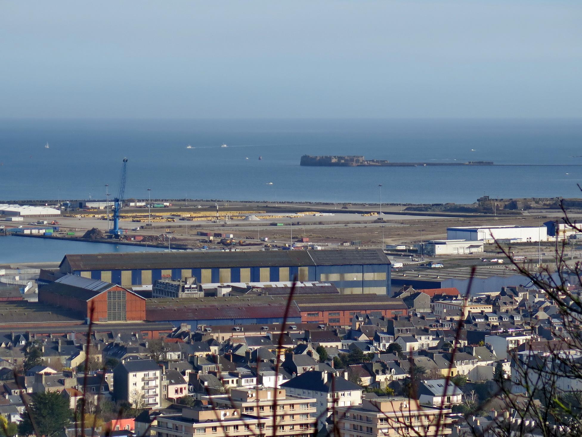 [Activité des ports hors Marine] LE PORT DE CHERBOURG - Page 15 505891vendredicherbourg030