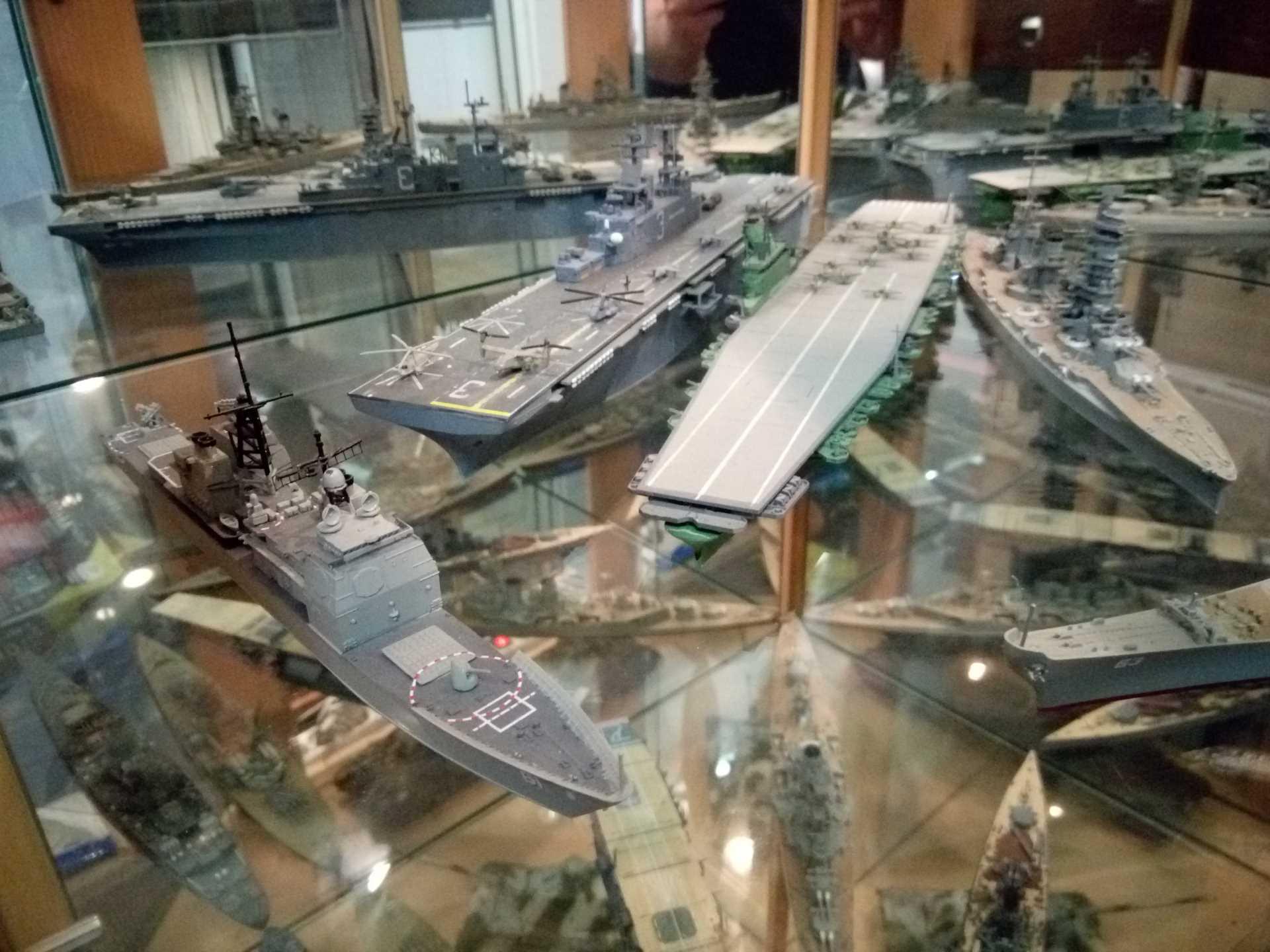 USS KEARSARGE LHD-3 1/700 REVELL - Page 2 508759Kearsarge56