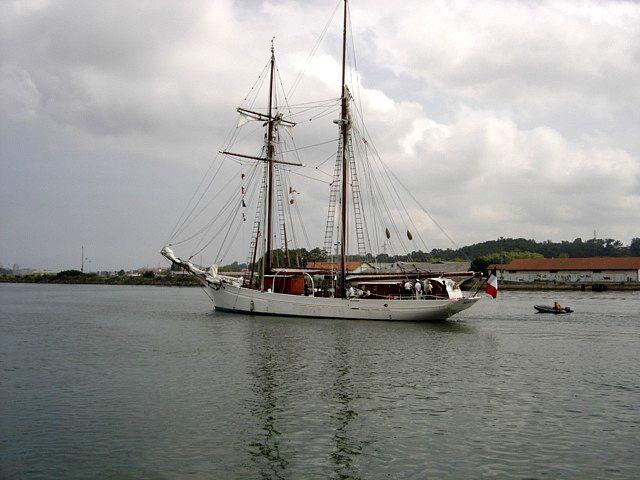 [ Marine à voile ] Vieux gréements - Page 2 51214740a