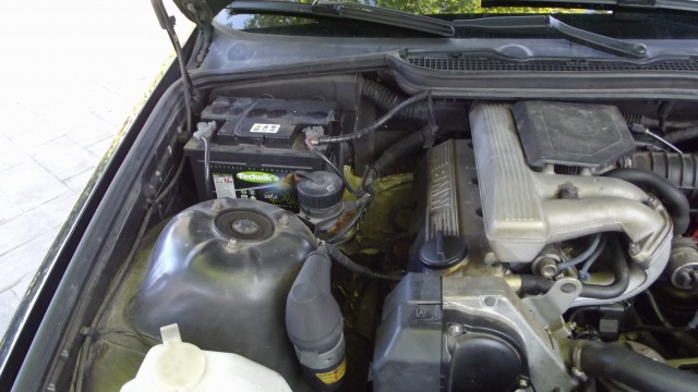 [BMW 316 i E36] Réparation d'une fuite d'essence moteur 5138732Vuemoteur