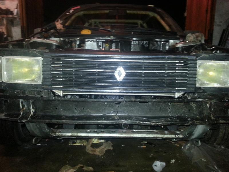 Mimich et sa R9 Turbo (du moins ce qu'il en reste) 51849720121223193237