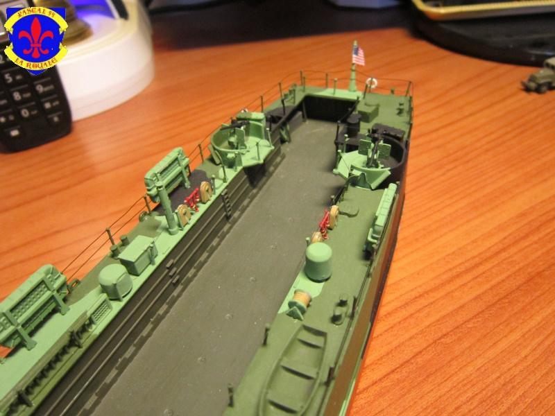 U.S. Navy Landing Ship Médium (Early) au 1/144 de Revell par Pascal 94 - Page 14 528079IMG44071