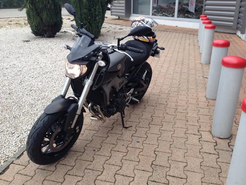 Photos de toutes les Yamaha MT-09 du forum ! :) - Page 3 529336YCornichonfurtif