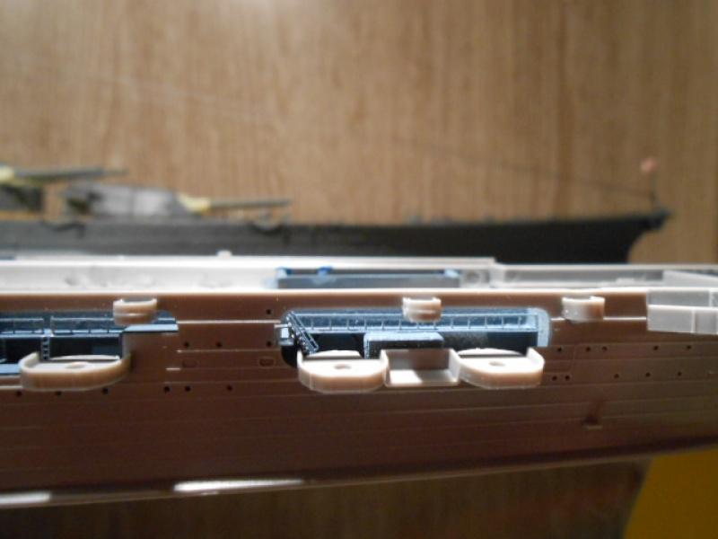 Saratoga tamiya 1/700 PE+Pont en bois par lionel45 - Page 9 530934sar032