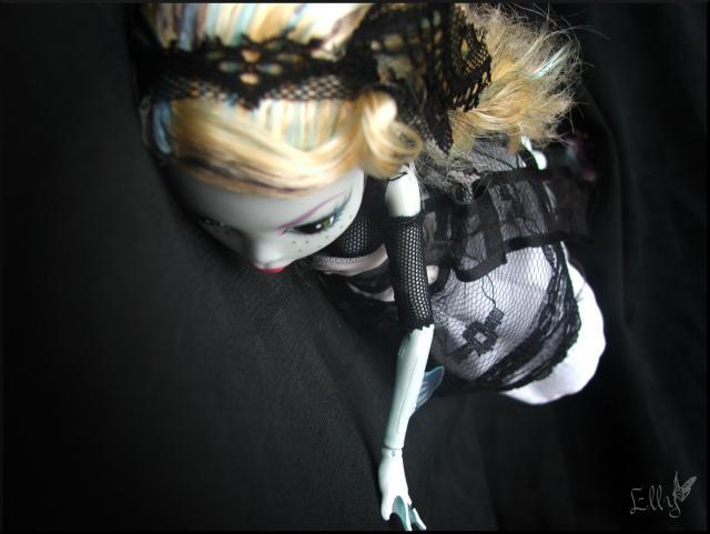 Monster High,  un uniforme d'écolière... 549919DSCF0246