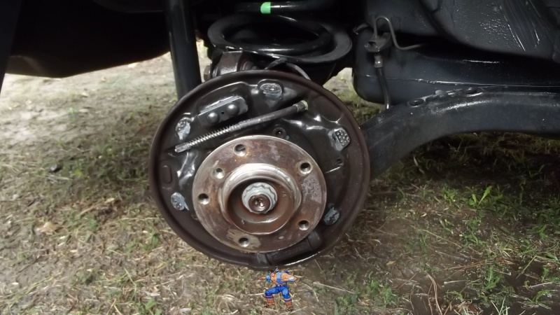[BMW 316i E36 M40 1992] Tutoriel + photos freinage arrière tambours (résolu) 55235810Flasquecotpassager