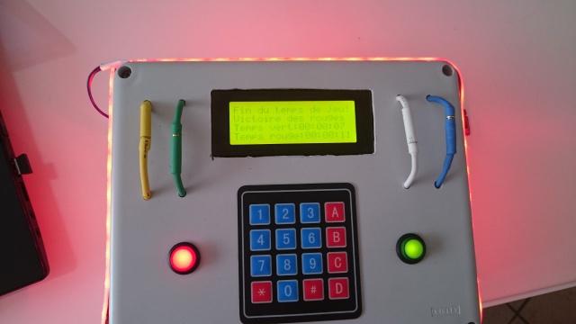 Boitier avec plusieurs mode de jeu 552361DSC0080