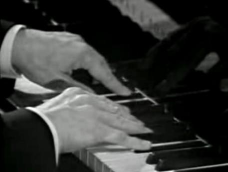 Le QUIZZ des PIANOPHILES à coucher dehors... - Page 6 553388961