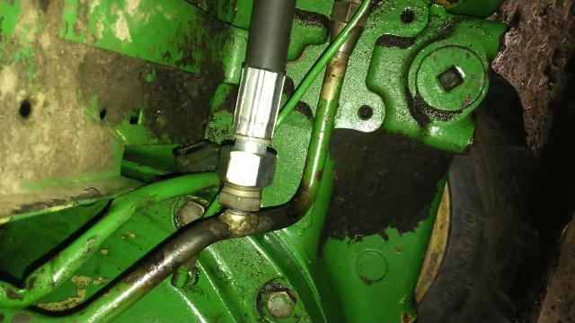 installation d'un distributeur hydraulique  - Page 2 558018DSC0026