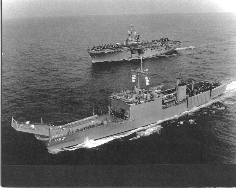 LANDING SHIP TANK (LST) CLASSE NEWPORT  558847USSFairfaxCountyLST11932