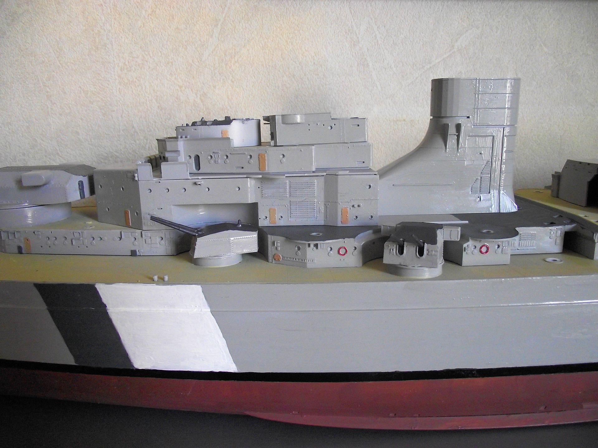 Bismarck au 1/200 Trumpetter  - Page 4 567163DSCF0796