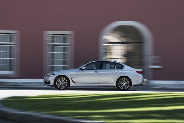 BMW Group au salon de Detroit NAIAS 2017 568805P90244220highResbmw530eiperformanc
