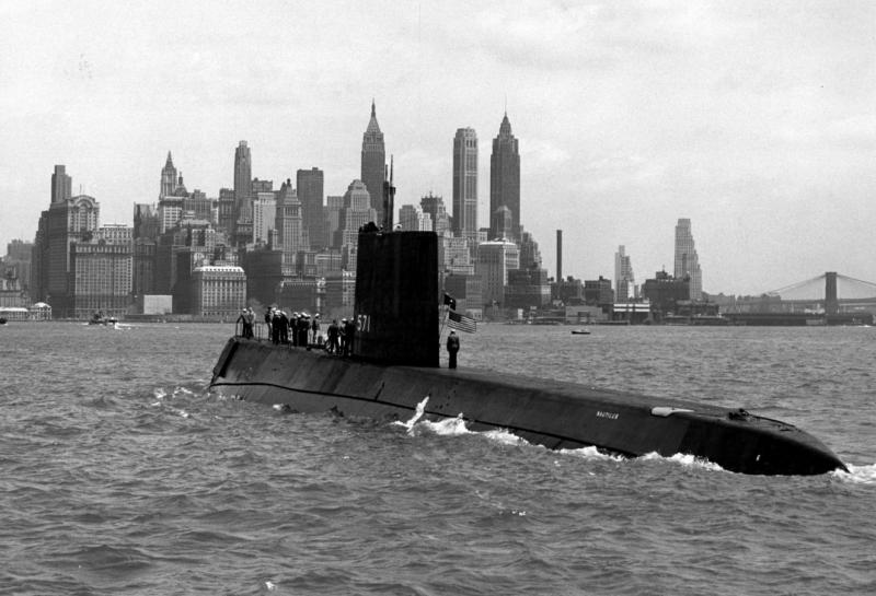 SOUS MARIN NUCLEAIRE D'ATTAQUE USS NAUTILUS 570114USSNautilusNewYork1958