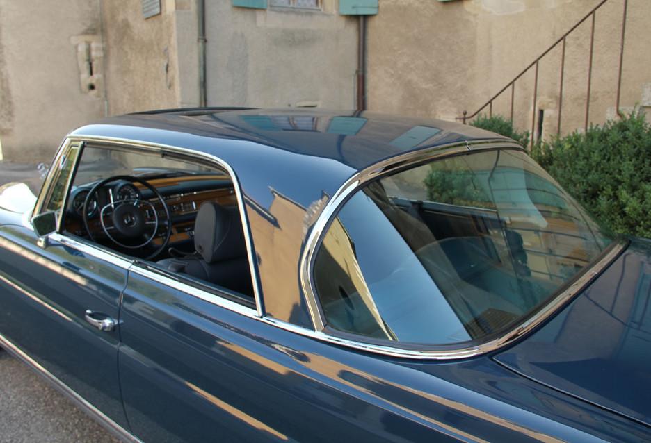une splendide et magnifique Mercedes-Benz w111 coupé vendue par Bahman Cars - Page 2 571032mbw1110024