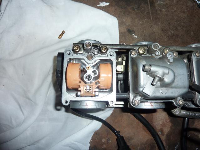 Démontage des carburateurs des Inazuma 573209P1060223