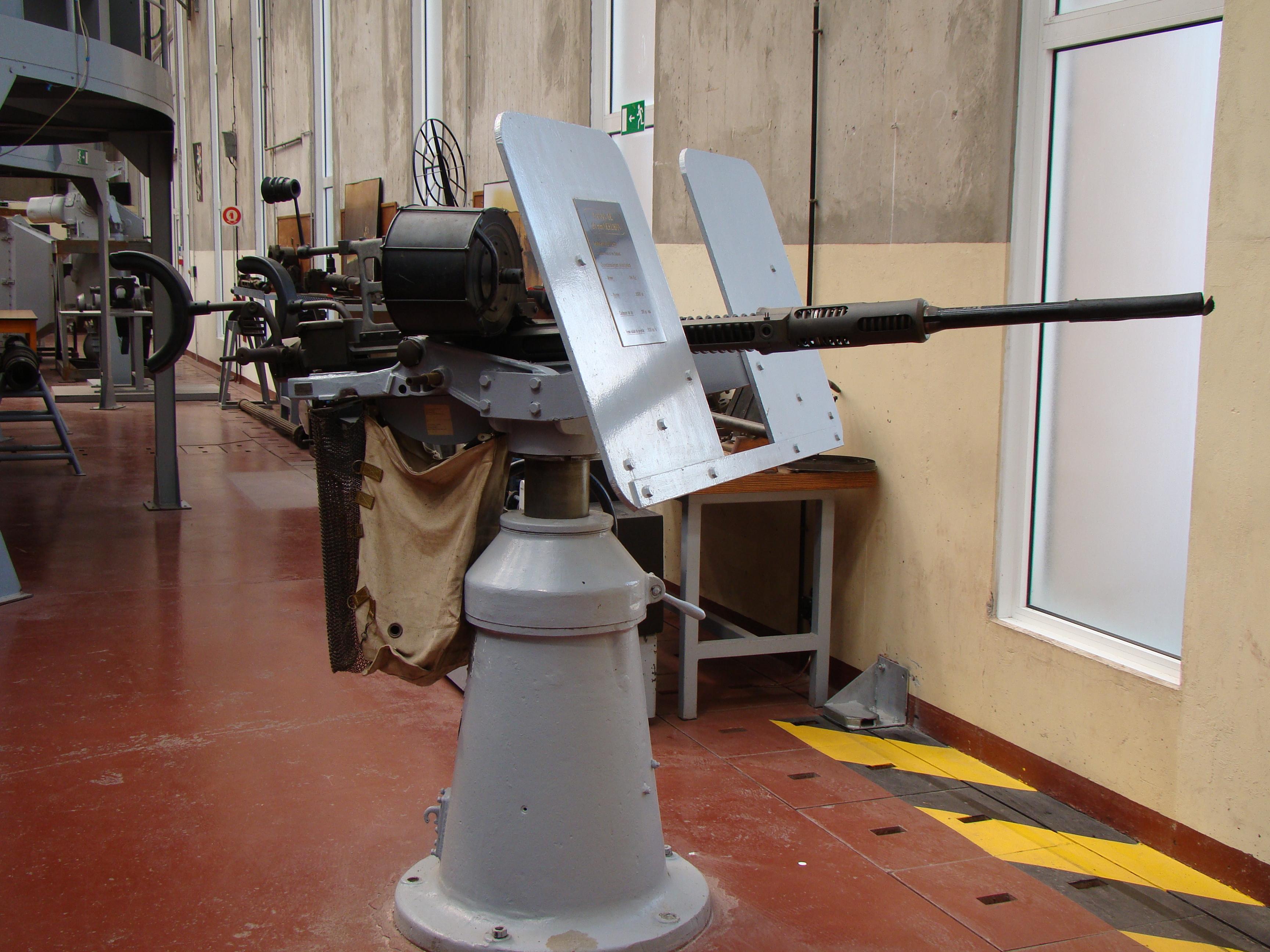 [ Les armements dans la Marine]  Hall missiles C.I.N. St. Mandrier  573262DSC04214