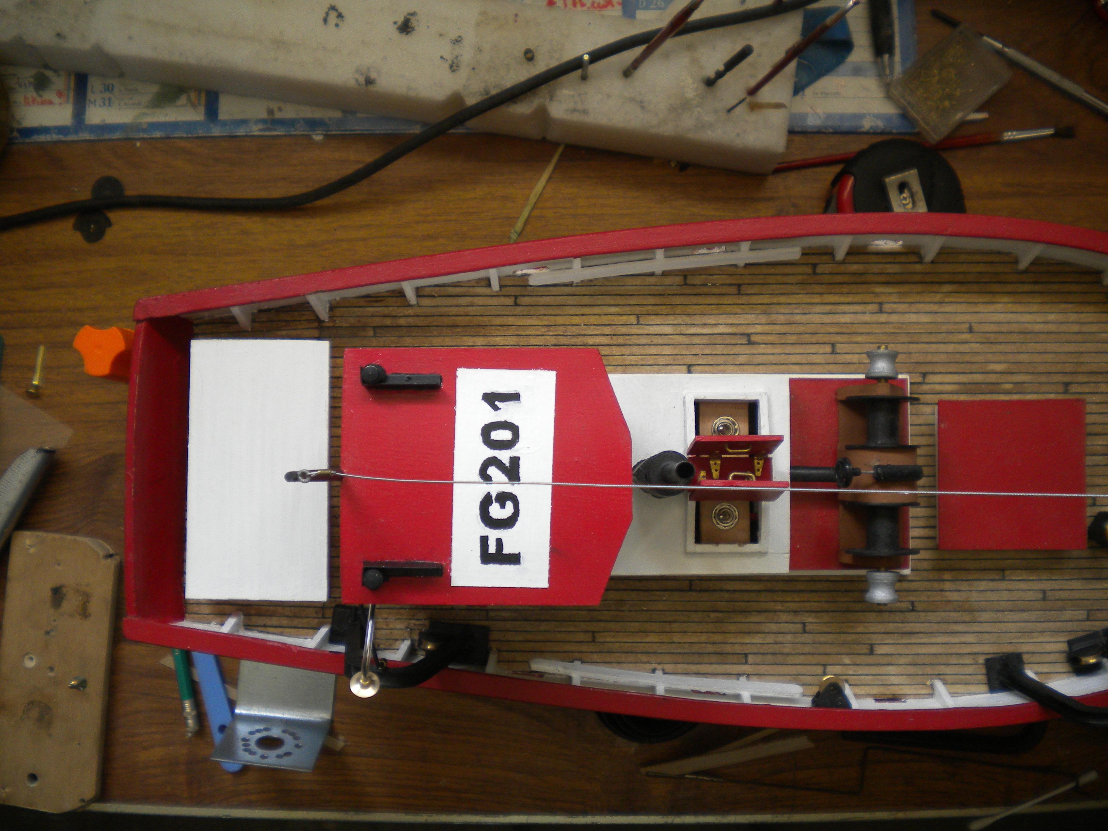 barque chalutiére au 1/20è d'après plans - Page 10 577674DSCN2691