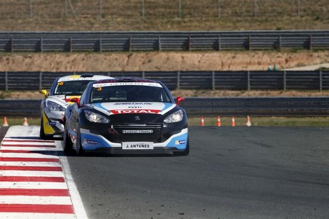RCZ Racing Cup : Comte Retrouve La Première Place En Espagne ! 5814835608098c0f68b