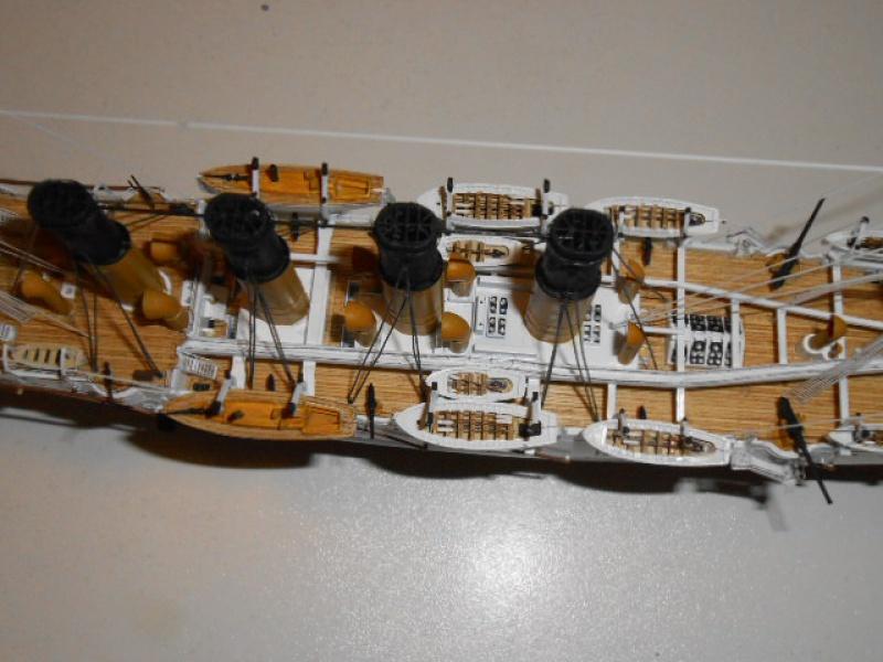 """Croiseur Russe """"VARYAG"""" 1/350 PE + Pont en bois de chez Zvezda 581680Croiseur018"""