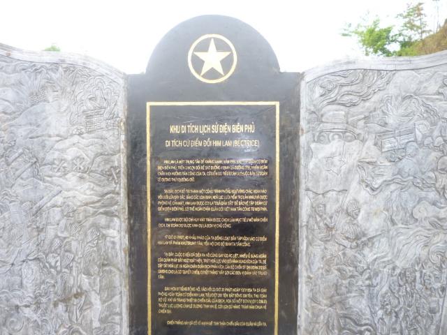 Tourisme historique à Dien Bien Phu 585846PlaquesurBatrice