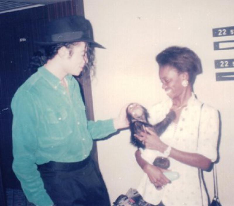 Raridades: Somente fotos RARAS de Michael Jackson. - Página 8 5913592593167africahyt73uob