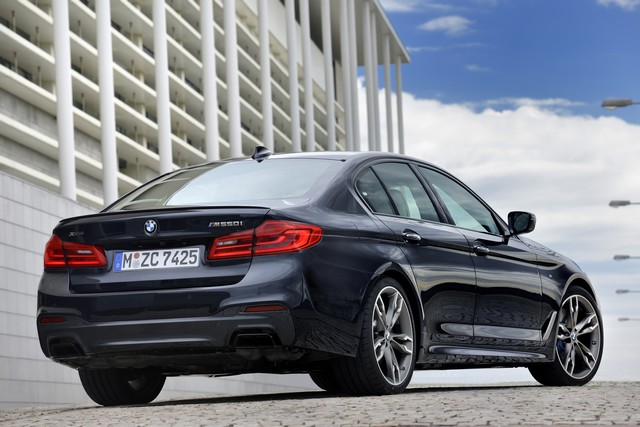 BMW Group au salon de Detroit NAIAS 2017 596611P90244777highResthenewbmwm550ixd