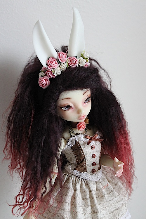 Nymeria (Sixtine Dark Tales Dolls) nouveau make-up p8 - Page 6 596945Marianne2