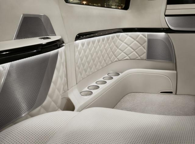 Salon Pékin 2012 : Mercedes Viano Vision Diamond Concept  604370mercedesvianovisiondiamondconcept5