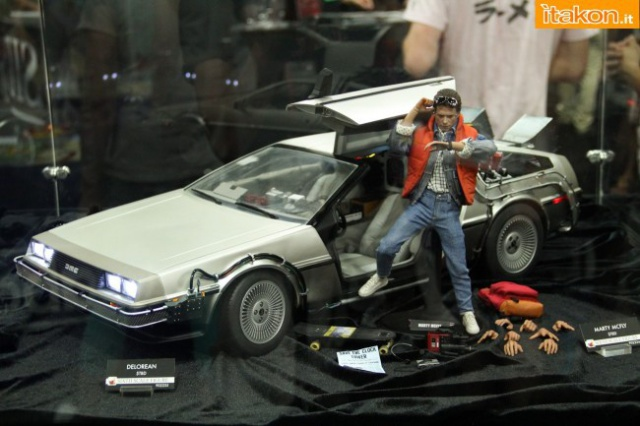 HOT TOYS - Back to the Future - Marty McFly 606298sdcc2014hottoysbooth51