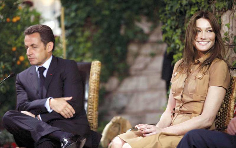 «كارلا.. حياة سرية» كتاب يثير جدلا في فرنسا (عارضة الأزياء توقع الرئيس)   611909Pictures_2010_09_26_2be8c064_d22b_4130_95b8_21a0cb821187