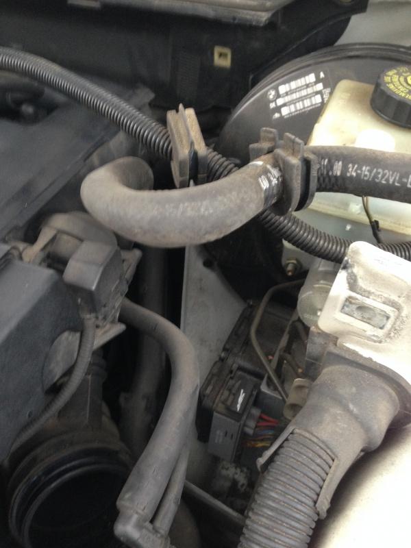 [Moteur M52TU/M54] Changement soupape de ventilation d'huile 611948IMG5163