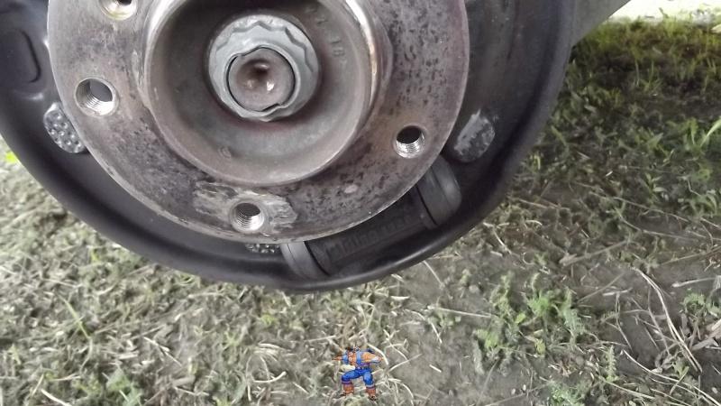 [BMW 316i E36 M40 1992] Tutoriel + photos freinage arrière tambours (résolu) 620978101Cylindrederoue