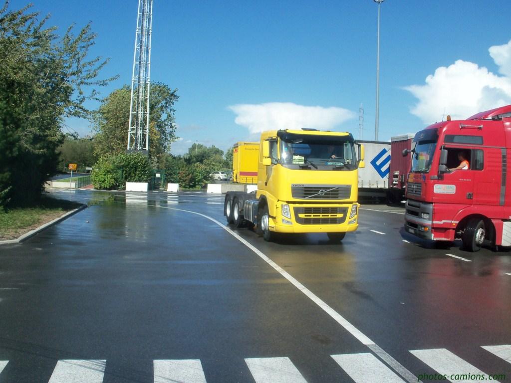 Volvo FH (euro 1,2,3,4 et 5) - Page 2 620986photoscamions5septembre20112Copier