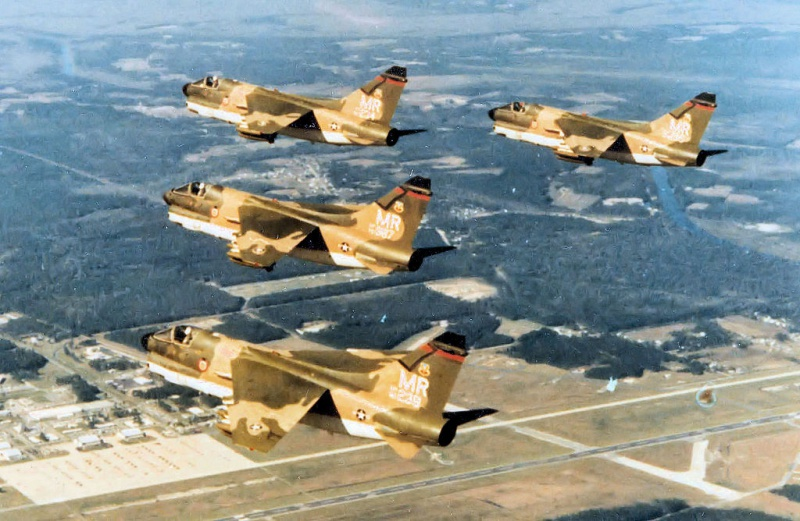 LTV A-7 Corsair II [NOUVELLE VERSION] 623450LTVA7DCorsairII149