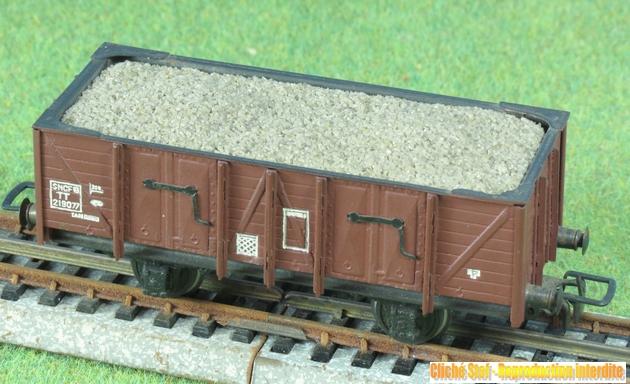 Wagons tombereau 2 essieux maquette chargés 624068VBtombereauessmaquettesableIMG3299