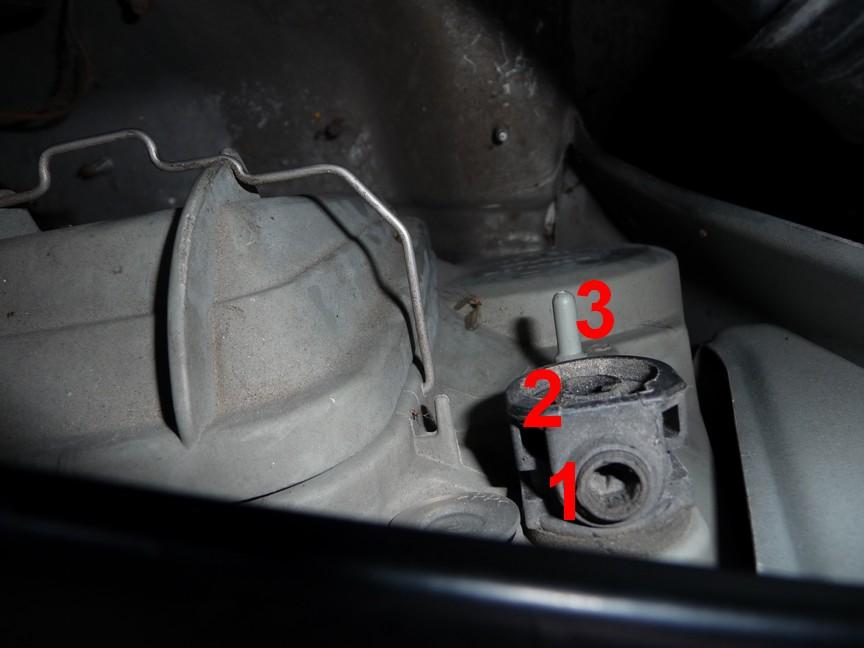 [résolu] Help! Durite réglage hauteur / correcteur des feux - moyen de regarder sous votre capot pour m'aider? 624273droite2