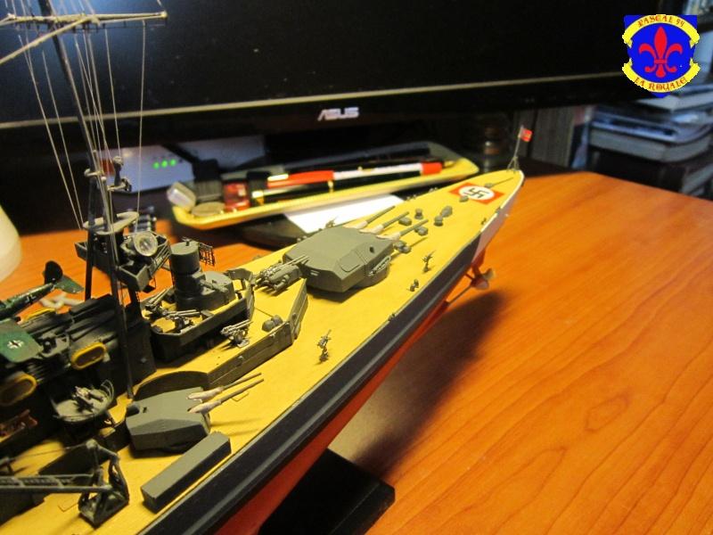 Croiseur de bataille Scharnhorst  au 1/350 de dragon - Page 8 628343IMG30921
