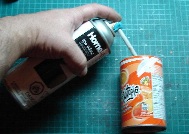 Décanter de la peinture en canette pour utilser avec votre airbrush 630632decant02