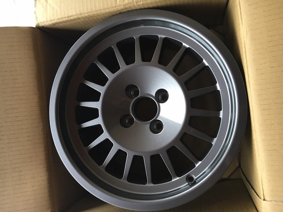R5 Alpine Turbo 2 (Le Père Noël est passé: Jante Maxi :-) ) 631451IMG1119
