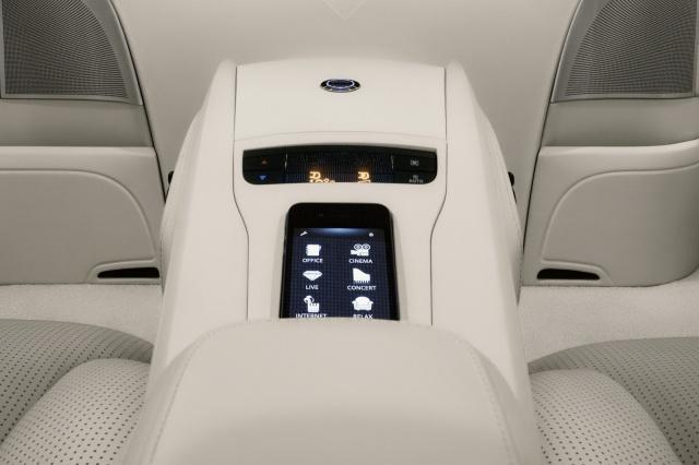 Salon Pékin 2012 : Mercedes Viano Vision Diamond Concept  636169mercedesvianovisiondiamondconcept11
