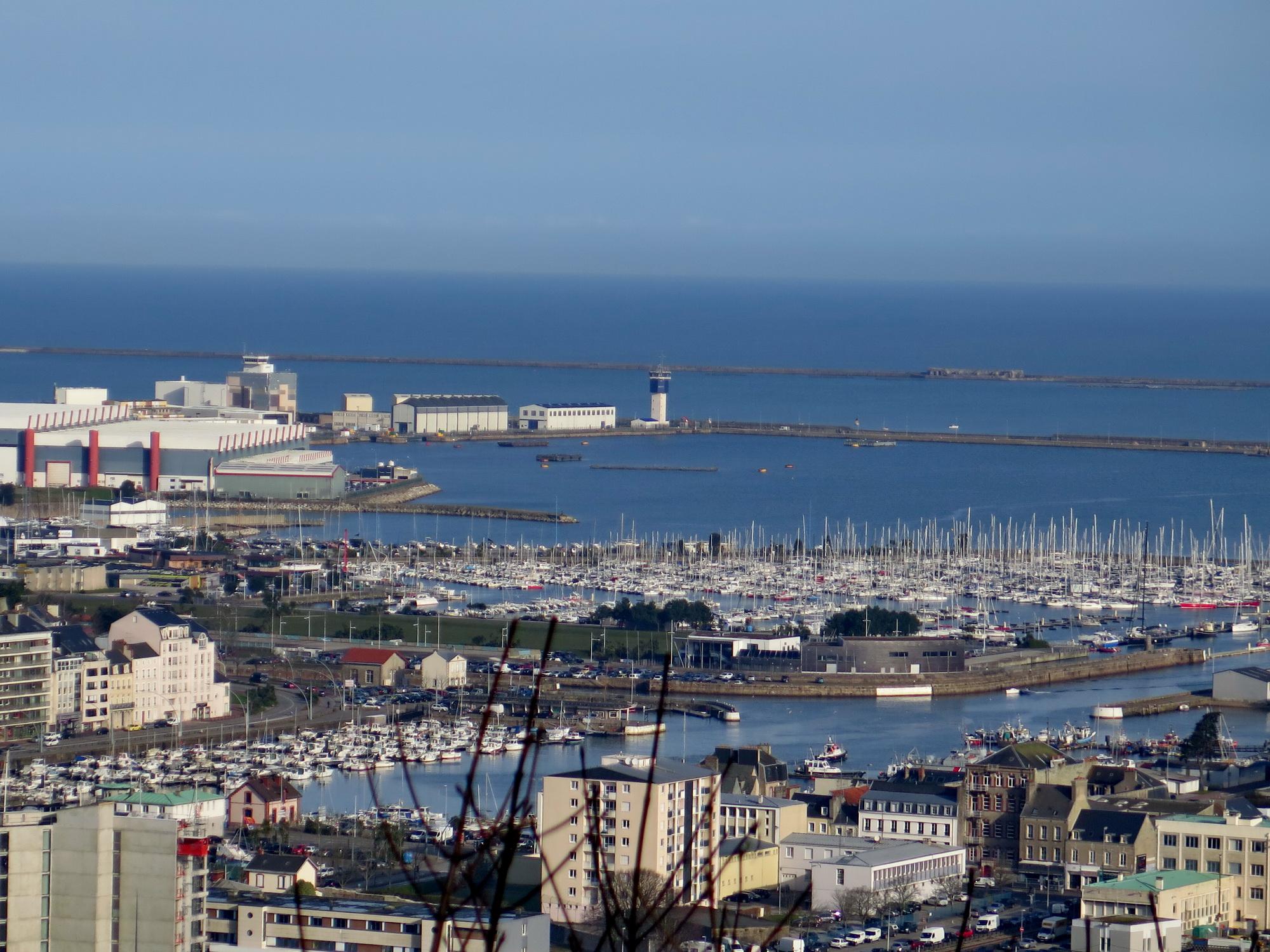 [Activité des ports hors Marine] LE PORT DE CHERBOURG - Page 15 637066vendredicherbourg019