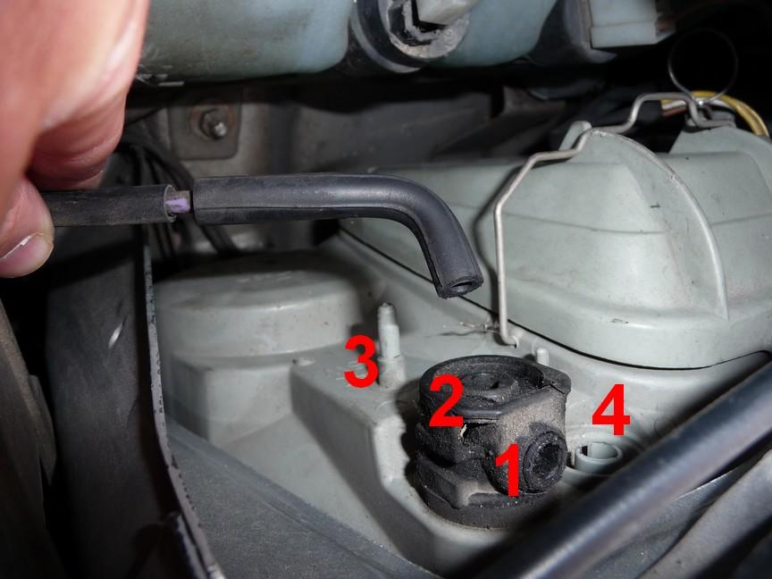 [résolu] Help! Durite réglage hauteur / correcteur des feux - moyen de regarder sous votre capot pour m'aider? 638364gauche