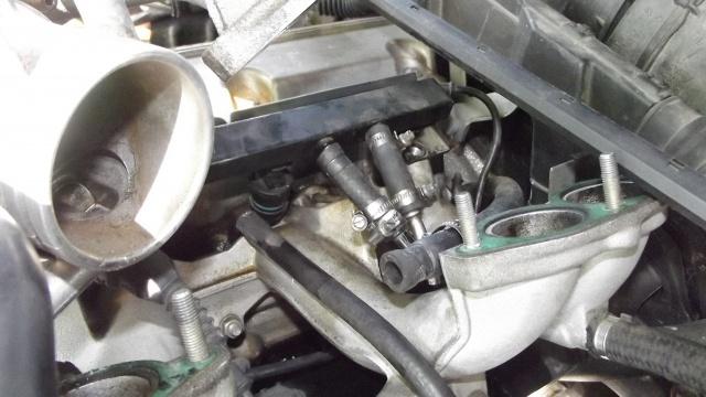 [BMW 316 i E36] Réparation d'une fuite d'essence moteur 63840224Duriteessence