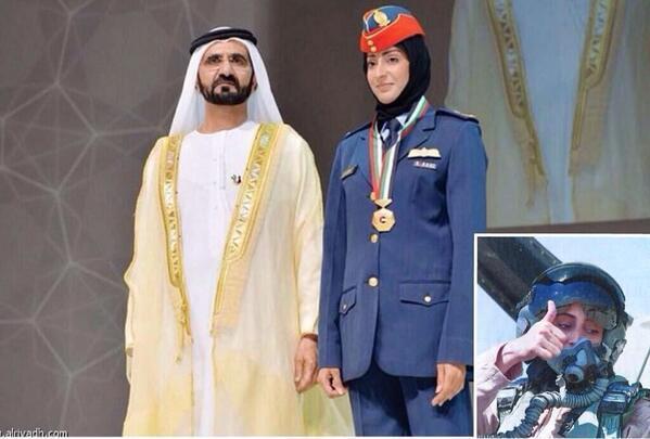 بالصور.. مريم المنصورى أول طيار امرأة فى القوات الجوية الإماراتية 659967Bpt1ry8CMAAtYqbjpglarge